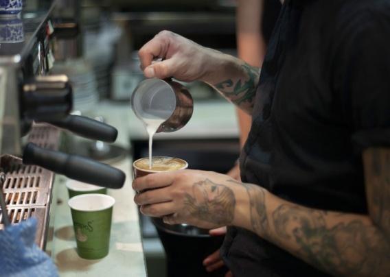 fafed58e617ac13955a9e91ee3847bfe--barista-cafe-coffee-barista
